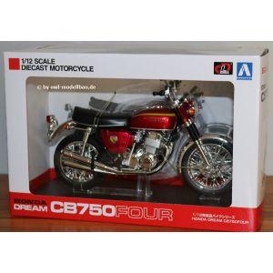 Aoshima 104323-2500 - Honda Dream CB750 Four 1970 - Candy Red. 1:12