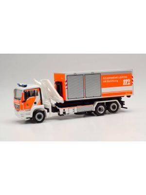 Herpa 095761, MAN TGS M Wechsellader-LKW mit Kran, Feuerwehr Leipzig/AB Belüftung, 1:87, 4013150095761